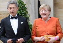 Angela Merkel mit ihrem Ehemann Joachim Sauer bei den Bayreuther Festspielen 2021.