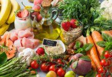 Bei der DASH-Diät kommt viel Obst und Gemüse auf den Teller.