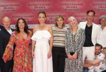 """Das Filmfest München eröffnete mit dem Eberhoferkrimi """"Kaiserschmarrndrama"""". Auf dem roten Teppich waren unter anderem Lisa Maria Potthodd (in weiß)"""