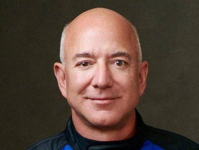 Amazon-Gründer Jeff Bezos in seiner Weltraum-Montur