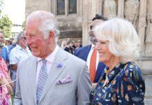 Prinz Charles und Herzogin Camilla im Gespräch mit den Bürgern