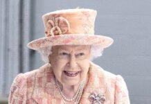 Die Queen drückt der englischen Fußballnationalmannschaft die Daumen.