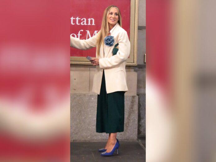 Sarah Jessica Parker mit ihren ikonischen Manolo-Blahnik-Pumps aus