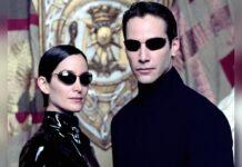 """Kennen sich im neuen Teil nicht mehr: Carrie-Anne Moss und Keanu Reeves als Trinity und Neo in """"Matrix"""""""