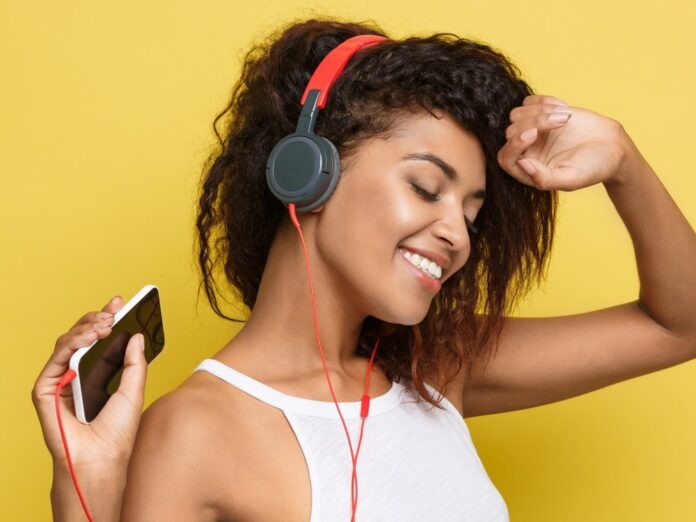 Mit den folgenden Apps haben Fans von Podcasts stets frische Folgen dabei.