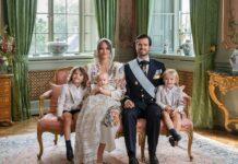 Die Taufe scheint dem kleinen Prinz Julian gefallen zu haben. Auf dem offiziellen Foto zum Event sitzt er auf Mamas Schoss. Neben Prinzessin Sofia haben sein ältester Bruder