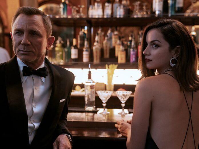 Ana de Armas mit Daniel Craig in
