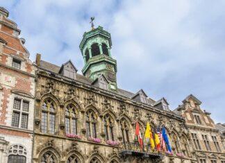 Das Rathaus von Mons
