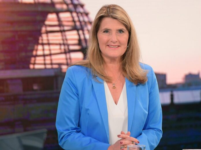 ARD-Hauptstadtstudioleiterin Tina Hassel spricht im