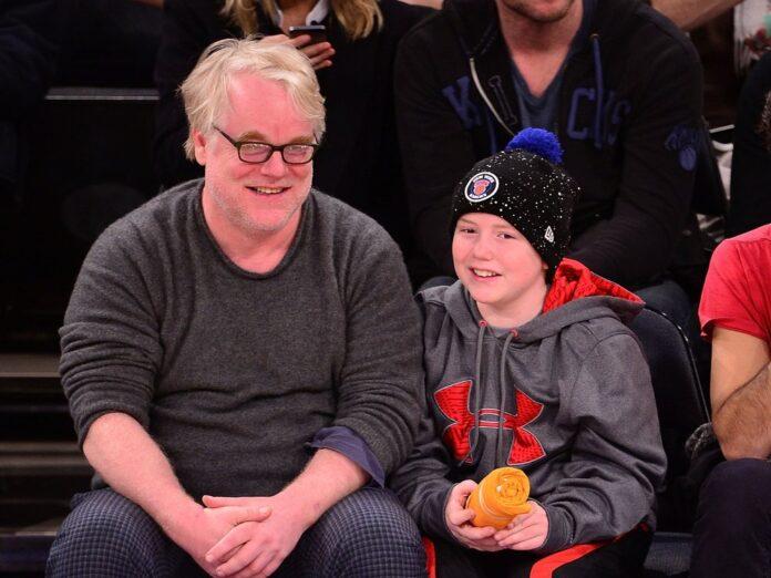 Philip Seymour Hoffman 2013 mit seinem Sohn Cooper bei einem Basketballspiel im New Yorker Madison Square Garden.