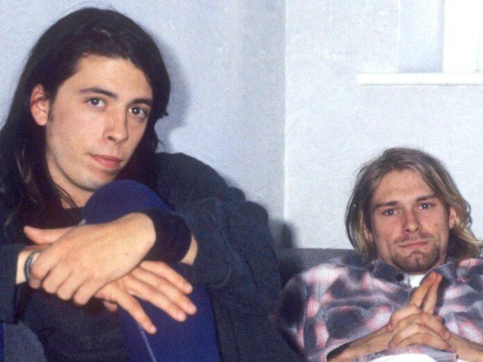 Die Musiker Dave Grohl (l.) und Kurt Cobain bei einem Interview zum Europa-Release des Nirvana-Albums