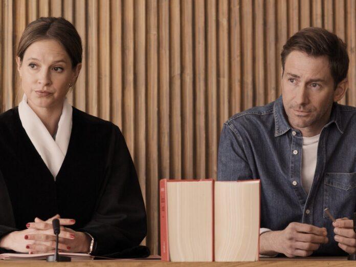 Richterin Dr. Julia Kellermann und Charlie Menzinger.