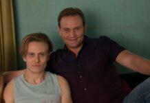 Schauspieler Devid Striesow (r.) mit einem Teil seiner Filmfamilie - Sohn Niklas (Max Schimmelpfennig