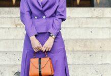 Auch zum femininen Business-Look lassen sich die trendigen Statement-Handtaschen stylen.