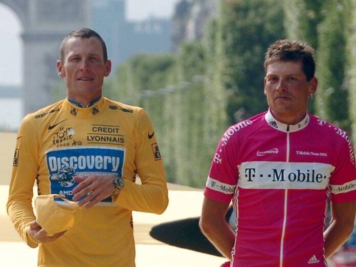 Lance Armstrong (l.) und Jan Ullrich lieferten sich bei der Tour de France regelmäßig ein Kopf-an-Kopf-Rennen.