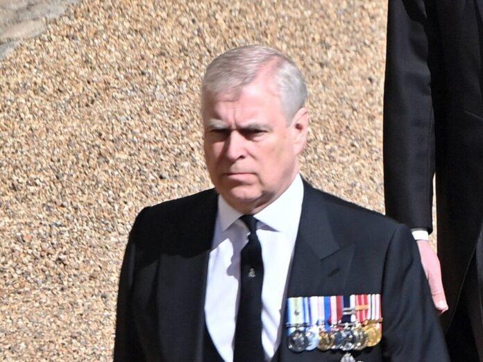 Prinz Andrew bei der Beerdigung von seinem Vater