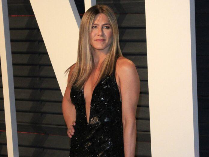 Jennifer Aniston guckt sich um - auch außerhalb der Hollywood Hills.