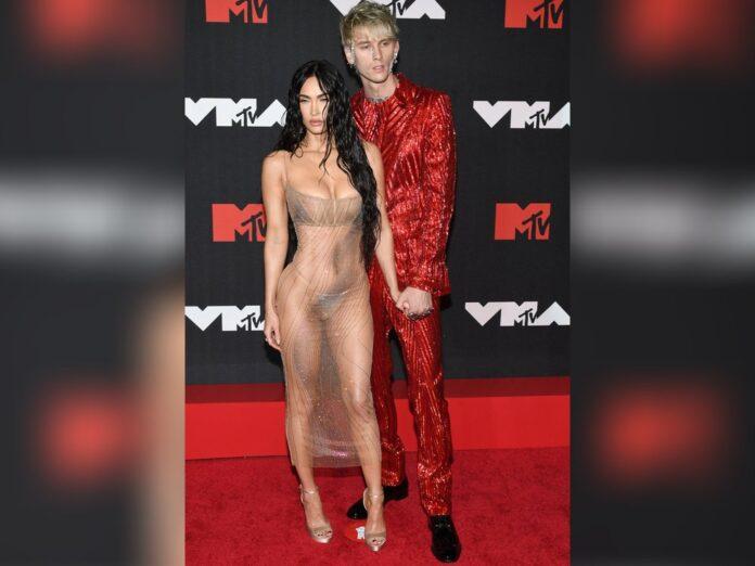 Megan Fox mit Machine Gun Kelly bei den MTV VMAs 2021