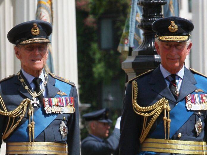 Prinz Philip (l.) und Prinz Charles im Jahr 2012.