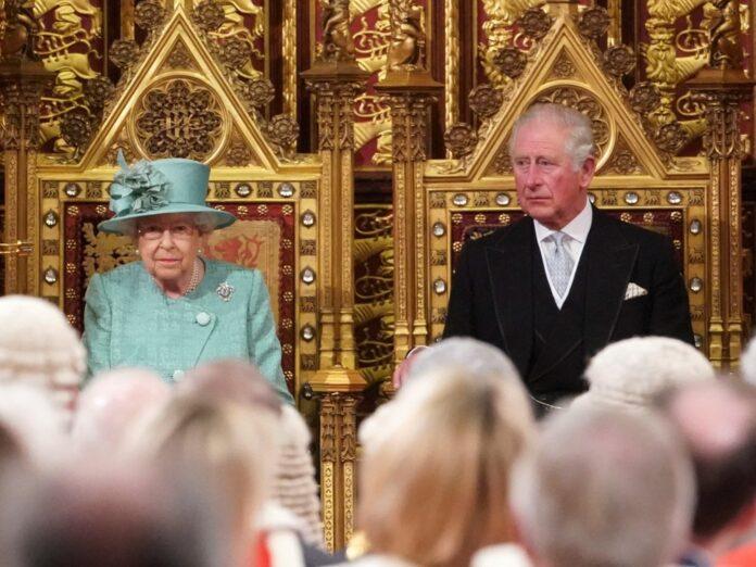 Queen Elizabeth II. und Prinz Charles im Dezember 2019.