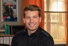 """Raúl Richter als Polizeiobermeister Nick Brandt in """"Notruf Hafenkante""""."""