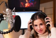 "Sarah Engels bei den Aufnahmen zu ""Miraculous: Ladybug & Cat Noir""."