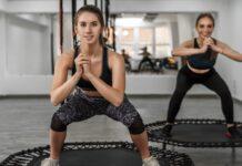 Mit den richtigen Übungen kann Trampolinspringen ein effektives Ganzkörpertraining sein.