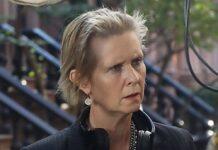 """Cynthia Nixon hinter den Kulissen von """"And Just Like That...""""."""