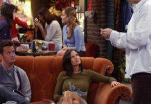 """Courteney Cox (M.) war in ihrer Rolle der Monica oft im """"Central Perk"""" zu sehen - hier 2003."""
