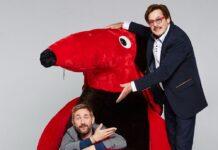 """Jörg Draeger (r.) und Daniel Boschmann präsentieren neue Folgen der Kult-Gameshow """"Geh aufs Ganze!""""."""