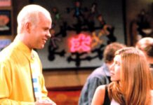 """James Michael Tyler und Jennifer Aniston in einer gemeinsamen Szene der Erfolgssitcom """"Friends""""."""
