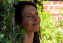 Jana Pallaske irritiert die Sommerhausbewohner.