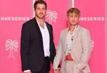 """Felix Kruck (l.) und """"Sisi""""-Hauptdarsteller Jannik Schümann auf dem """"pinken Teppich"""" in Cannes."""