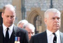 Prinz William (li.) und Prinz Andrew bei der Beerdigung von Prinz Philip.