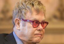 Elton John muss sich von einer Operation erholen.