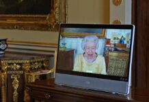 Queen Elizabeth II. in einem Videocall aus Schloss Windsor.