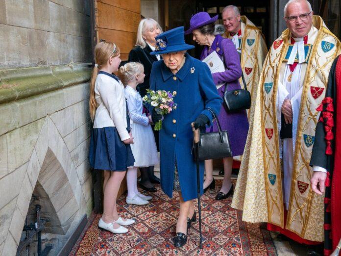 Die Queen vor der Westminster Abbey in London.