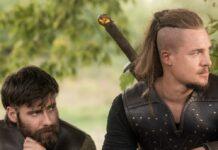 """Mark Rowley als Finan (l.) und Alexander Dreymon als Uhtred in """"The Last Kingdom""""."""